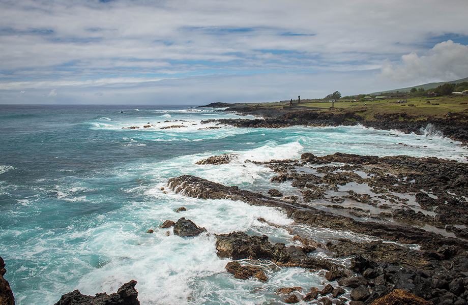 Sup the south pacific – explorers take on easter island