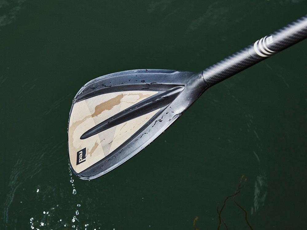Landing thumb paddleblade