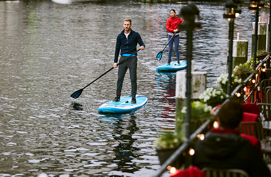 couple paddle in the city on urban waterways