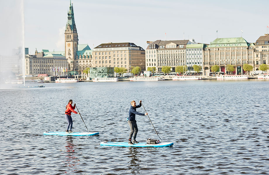 couple paddle boarding in Hamburg