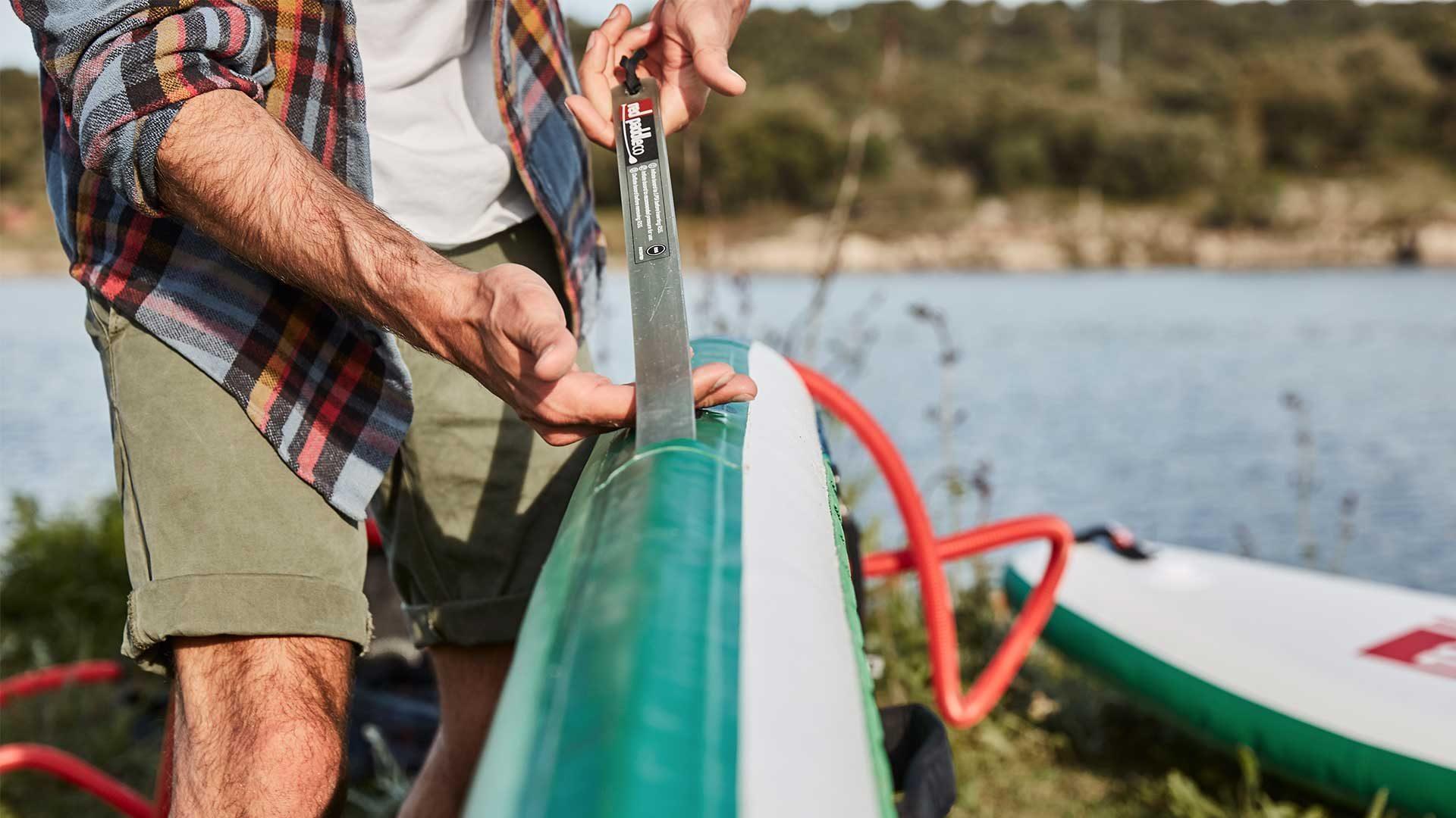 redpaddleco-150-voyager-tandem-inflatable-paddle-board-desktop-gallery-valve
